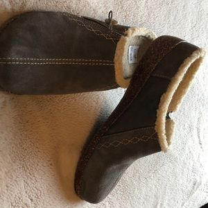 NWOT Earth brand slippers